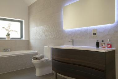 South Lediken Modern Bathroom